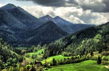 Allah je stvoritelj planina, brda i dolina